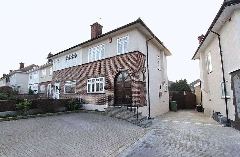 3 Bedrooms Semi Detached House for sale in Victoria Avenue, Romford, RM5