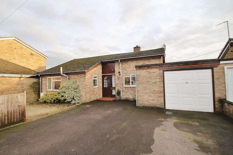 3 Bedrooms Detached Bungalow for sale in DUCKLINGTON, Moors Close OX29 7TW