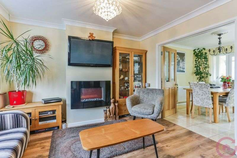 3 Bedrooms Semi Detached House for sale in South View Way, Prestbury