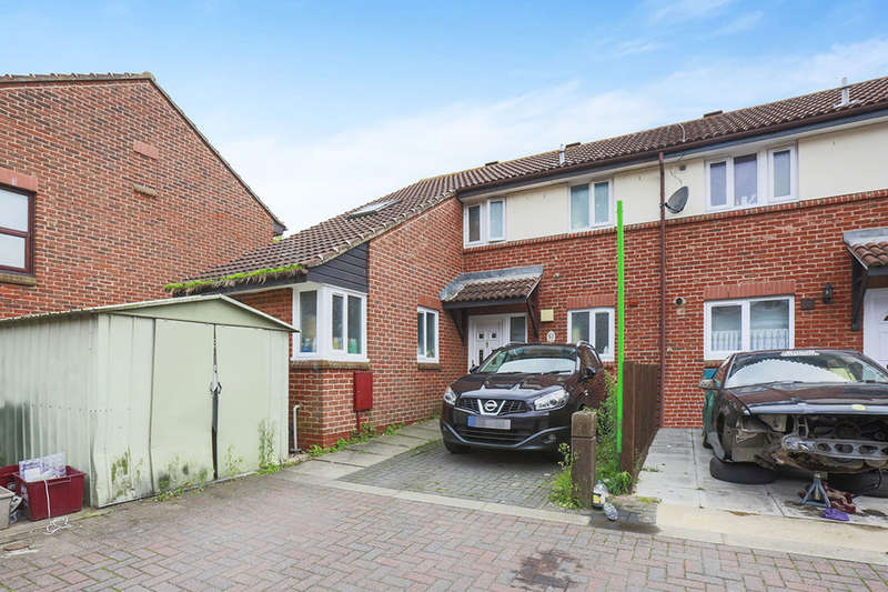 4 Bedrooms Semi Detached House for sale in Cherbury Close, LONDON, SE28