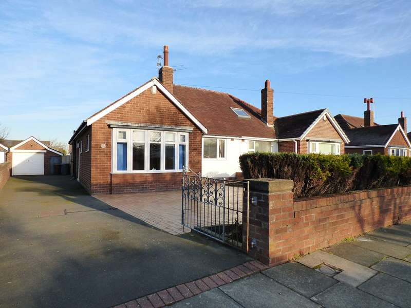2 Bedrooms Semi Detached Bungalow for sale in Clarendon Road North, St Annes