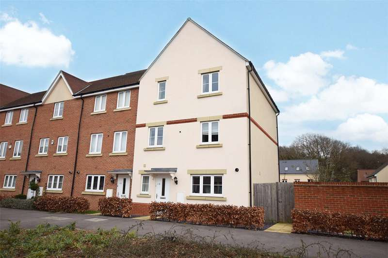 5 Bedrooms Town House for sale in Sparrowhawk Way, Bracknell, Berkshire, RG12