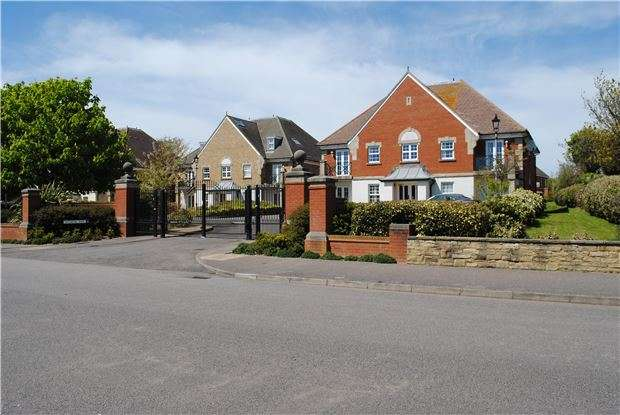 2 Bedrooms Flat for sale in Jasmine Way, BEXHILL-ON-SEA, East Sussex, TN39 3GJ