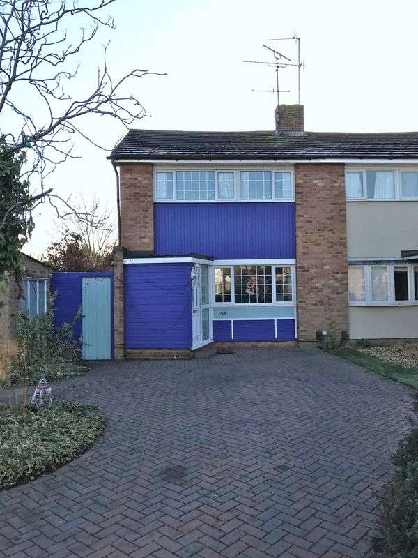 3 Bedrooms Semi Detached House for sale in Millbank Crescent, Woodley, Reading