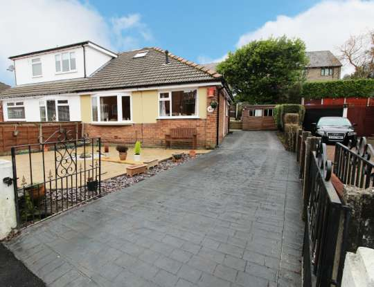 2 Bedrooms Semi Detached Bungalow for sale in Great Meadow, Oldham, Lancashire, OL2 7PU