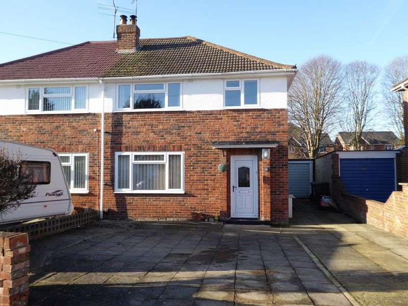 3 Bedrooms Semi Detached House for sale in Masefield Avenue, Upper Stratton