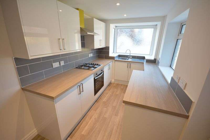 2 Bedrooms Terraced House for sale in Burnley Road, Clayton-le-Moors
