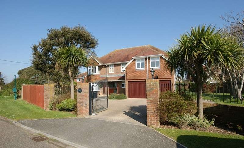 4 Bedrooms Detached House for sale in Rookcliff Way, Milford On Sea, Lymington