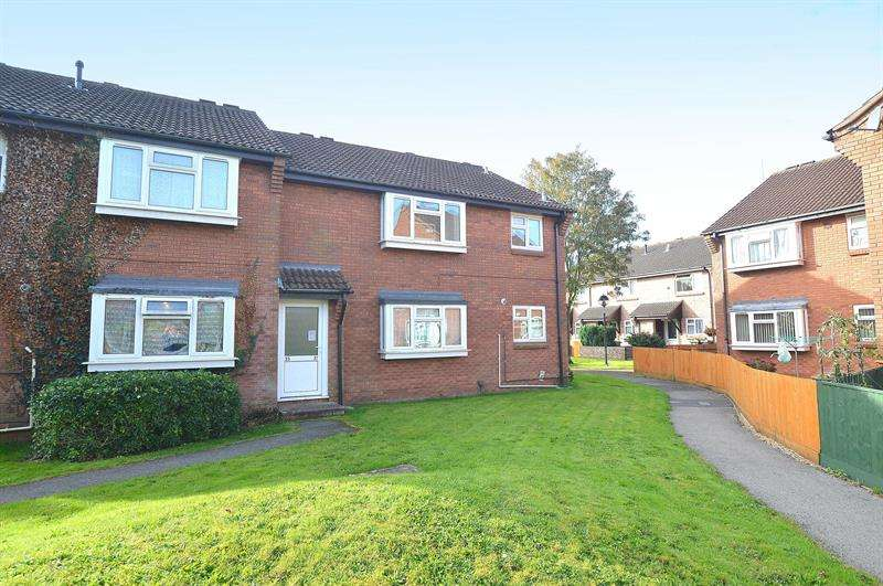 2 Bedrooms Apartment Flat for sale in Leigh Gardens, Wimborne