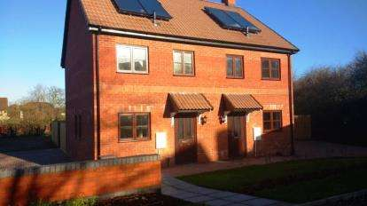 2 Bedrooms Semi Detached House for sale in Cullompton, Devon