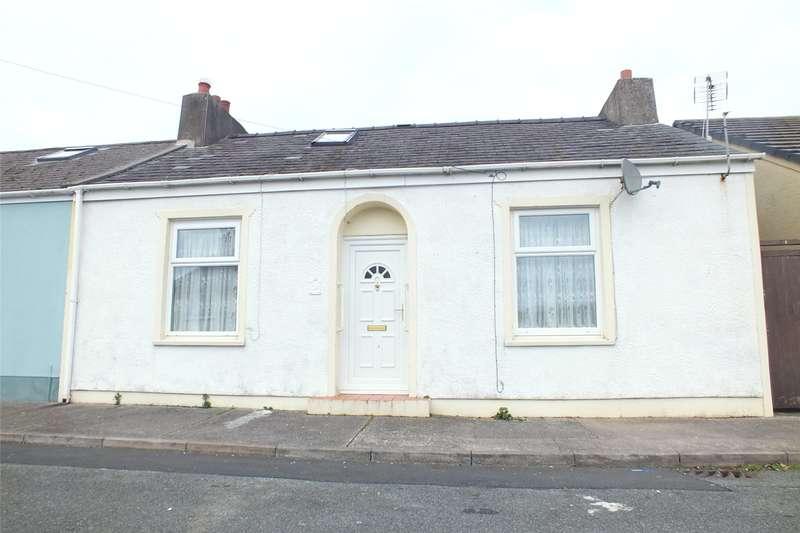 3 Bedrooms Bungalow for sale in North Street, Pembroke Dock, Pembrokeshire