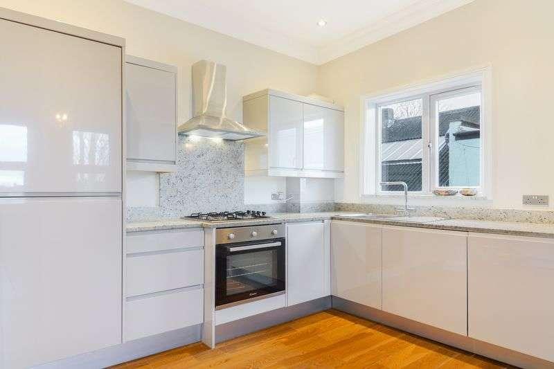2 Bedrooms Flat for sale in Estreham Road, Streatham, London