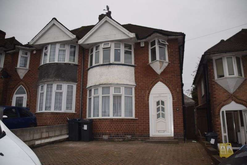 3 Bedrooms Semi Detached House for sale in Traditional Semi-Detached Family Home