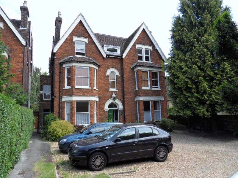 2 Bedrooms Flat for sale in Rothsay Gardens, Castle Quarter, Bedford