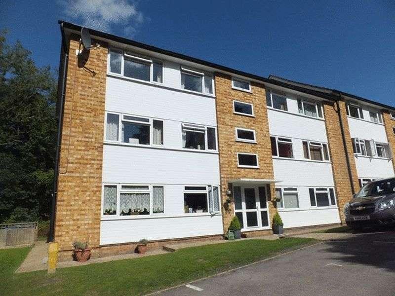 2 Bedrooms Flat for sale in Tupwood Lane, CATERHAM, Surrey
