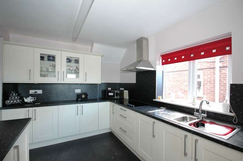 3 Bedrooms Semi Detached House for sale in Heythrop Drive, Middlesbrough, North Yorkshire, TS5