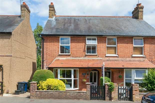 3 Bedrooms Semi Detached House for sale in Lansdown Road, Chalfont St Peter, Buckinghamshire