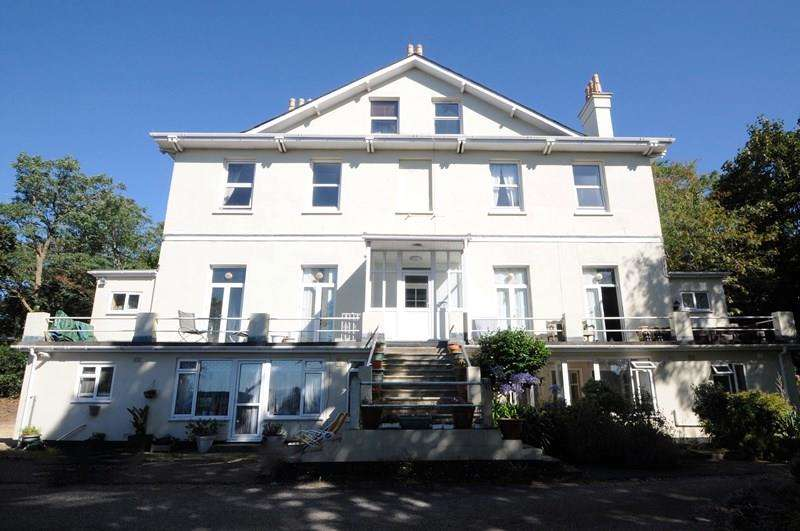 1 Bedroom Flat for sale in Courtenay Road, Lower Parkstone, Poole