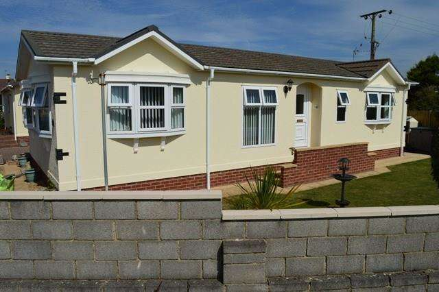 2 Bedrooms Park Home Mobile Home for sale in Sand Road, Kewstoke, Weston-Super-Mare