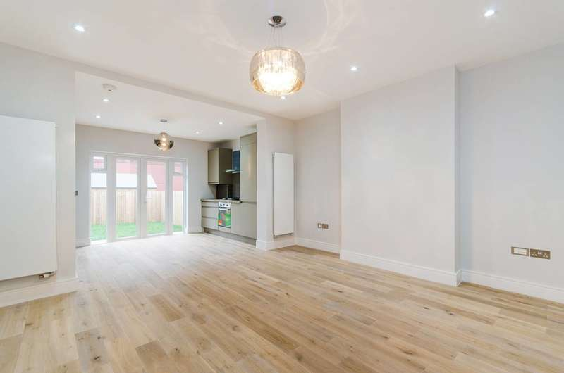 2 Bedrooms Maisonette Flat for sale in Heath Road, West Harrow, HA1