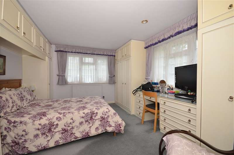 4 Bedrooms End Of Terrace House for sale in Bawtree Close, Sutton, Surrey