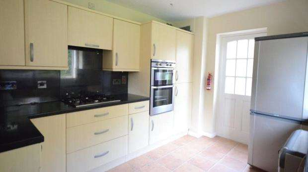3 Bedrooms Detached House for sale in Kevins Drive, Yateley, Hampshire