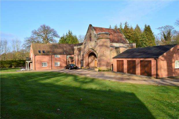 4 Bedrooms Detached House for sale in Coventry Road, Stoneleigh, Coventry, Warwickshire