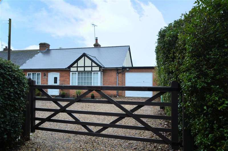 4 Bedrooms Semi Detached Bungalow for sale in Burghfield, Reading, RG30