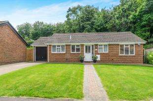 3 Bedrooms Bungalow for sale in Beechmore Drive, Walderslade, Kent