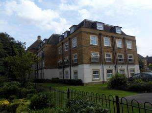 2 Bedrooms Flat for sale in Holmes Court, Lynley Close, Maidstone, Kent