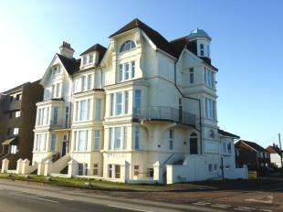 2 Bedrooms Flat for sale in Littlestone Court, Grand Parade, Littlestone, New Romney