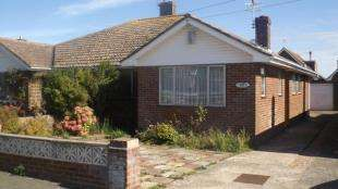 3 Bedrooms Bungalow for sale in Hoddern Avenue, Peacehaven, East Sussex
