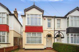 2 Bedrooms Maisonette Flat for sale in Gander Green Lane, Sutton, .