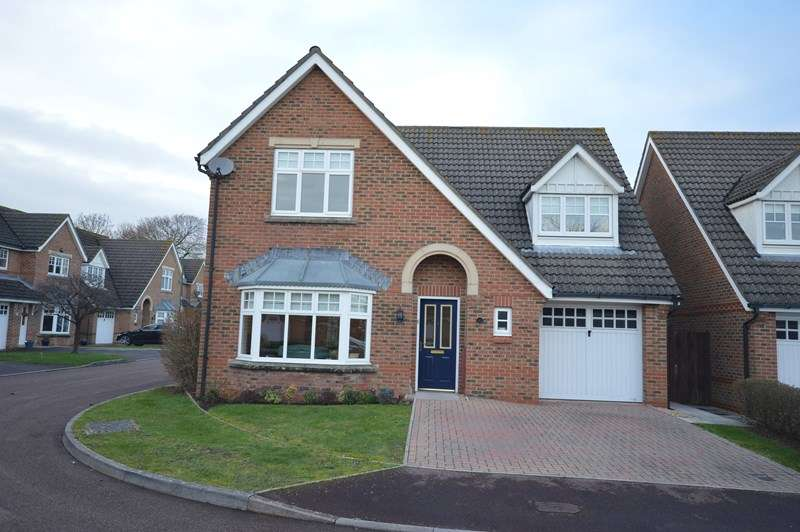 4 Bedrooms Detached House for sale in Paddock Gardens, Lymington