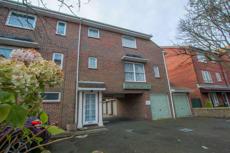 2 Bedrooms Maisonette Flat for sale in Manor Road, Worthing