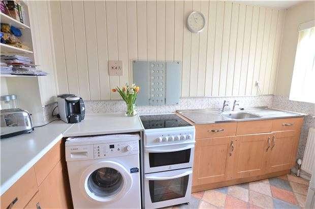 2 Bedrooms Terraced House for sale in Ferndown Avenue, ORPINGTON, Kent, BR6 8DF
