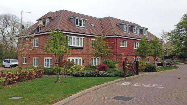 3 Bedrooms Apartment Flat for sale in Upper Meadow, Hedgerley Lane, Gerrards Cross