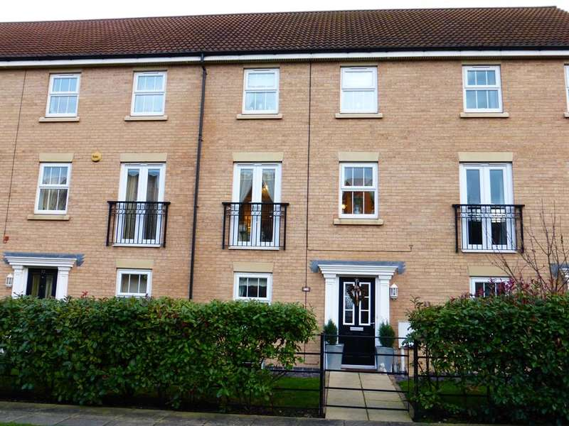 4 Bedrooms Town House for sale in Rubys Walk, Fernwood, Newark, NG24