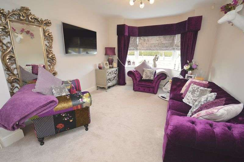 3 Bedrooms Semi Detached House for sale in Norlands Lane, Widnes
