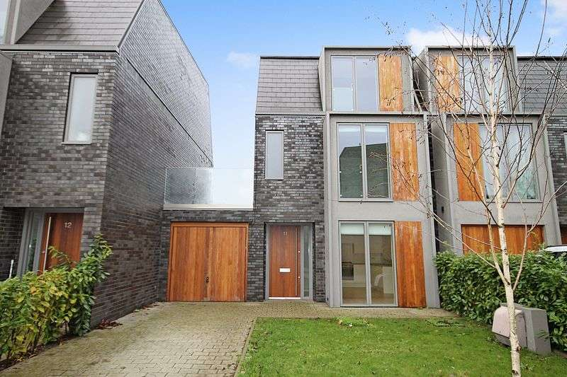 4 Bedrooms Detached House for sale in Greenfield Place, Hayes