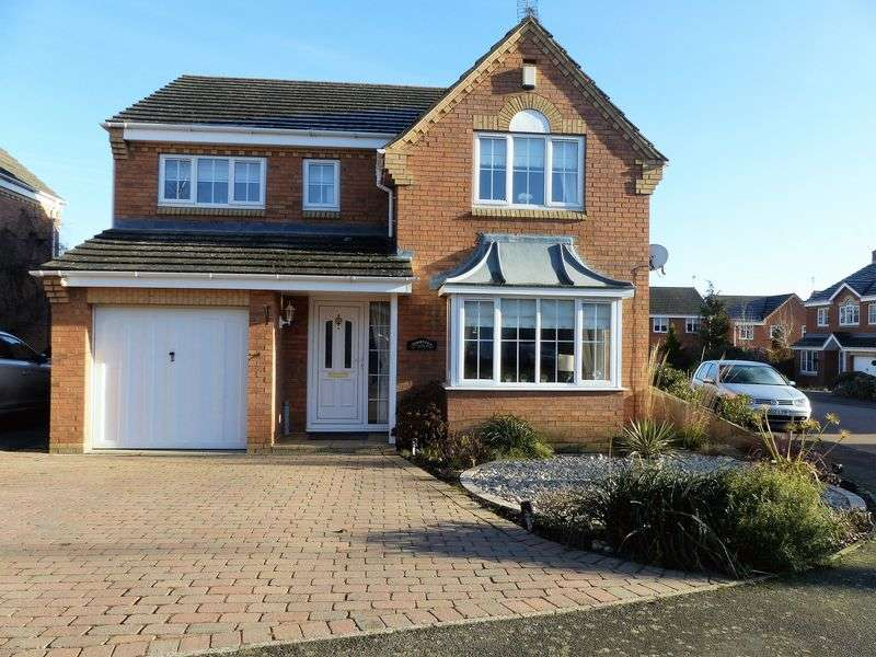 4 Bedrooms Detached House for sale in Middlewich Close, Daventry, NN11 0GJ