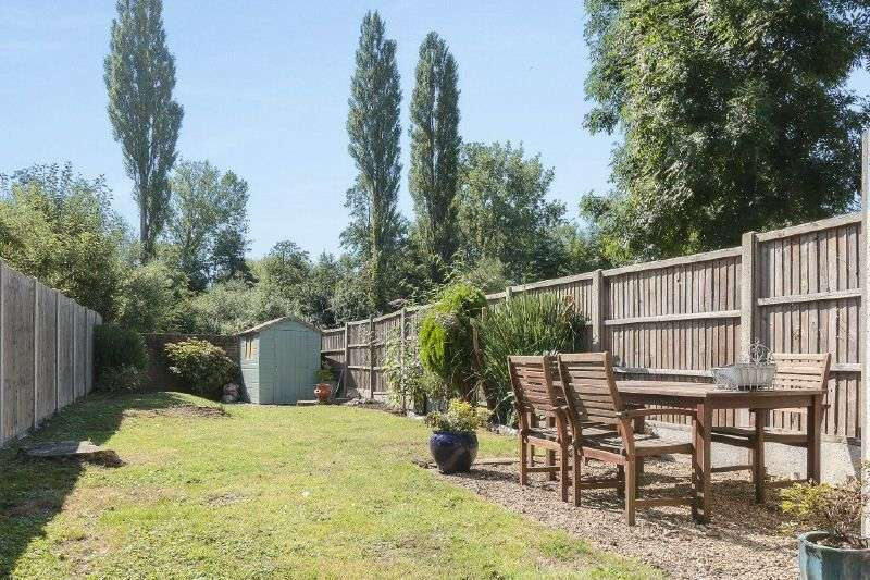 4 Bedrooms Terraced House for sale in Uxbridge Road, Rickmansworth, Hertfordshire, WD3 7DQ