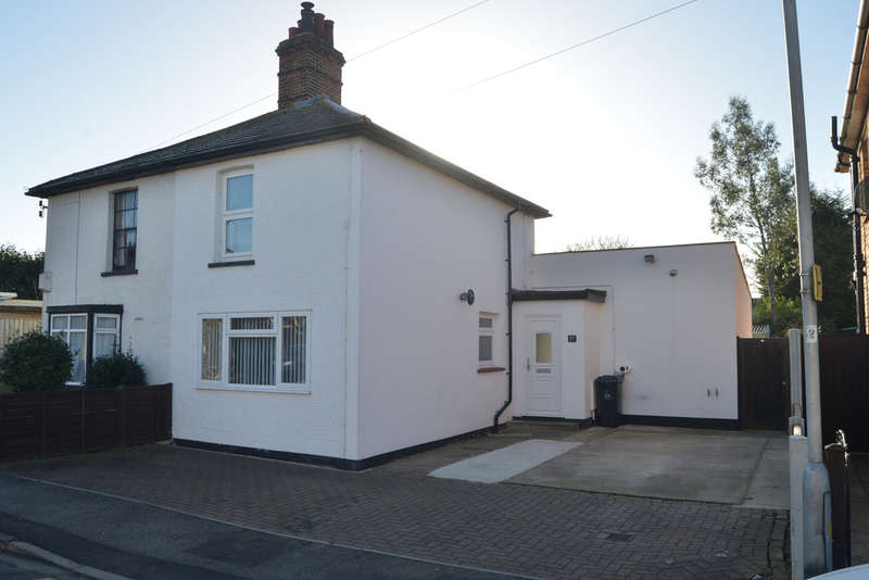 2 Bedrooms Semi Detached House for sale in Queens Road, Burnham-on-Crouch