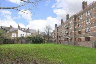 2 Bedrooms Flat for sale in Vaughan House, Poynders Gardens, Clapham, London