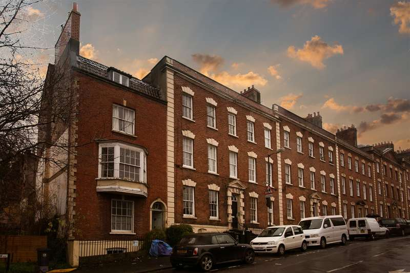2 Bedrooms Flat for sale in Albermarle Row, Clifton
