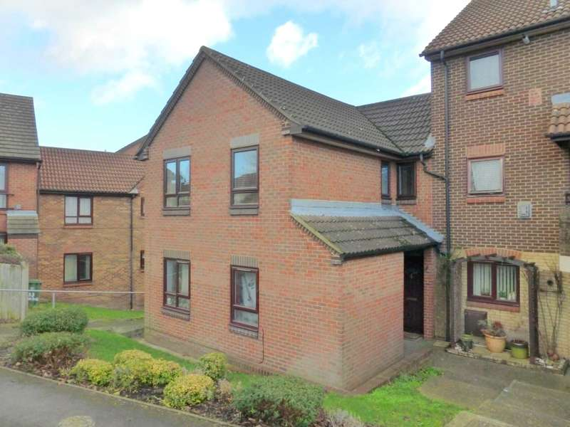 2 Bedrooms Maisonette Flat for sale in Raphael Drive, Watford