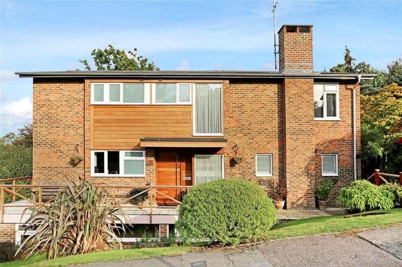 4 Bedrooms Detached House for sale in Fairford Close, Haywards Heath, West Sussex, RH16