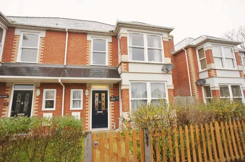 3 Bedrooms Semi Detached House for sale in Lodge Road, Brightlingsea