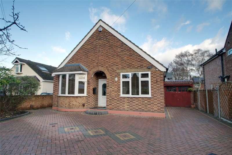 3 Bedrooms Detached Bungalow for sale in Little Green Lane, Chertsey, Surrey, KT16
