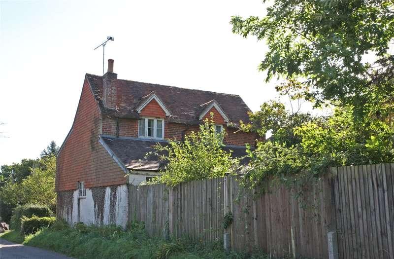 3 Bedrooms Detached House for sale in The Street, Dockenfield, Farnham, Surrey, GU10